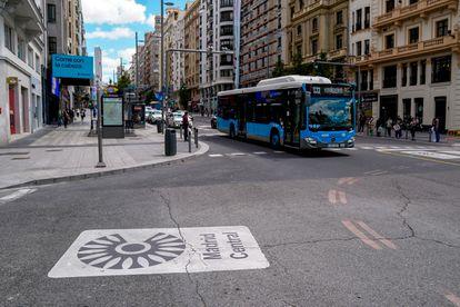 Una señal de Madrid Central en una calle de la capital, este martes.