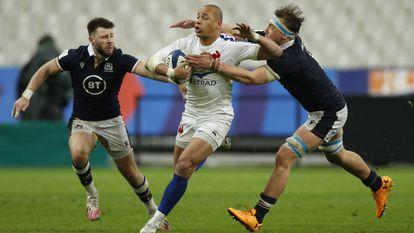 Price y Ritchie frenan a Fickou en Saint-Denis.
