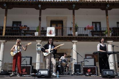Inauguración del ciclo Sesion Vermú Primavera en Colmenar de Oreja, con la actuación de Aiko El Grupo Foto.