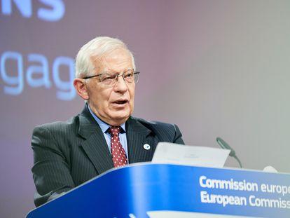 El Alto Representante de Política Exterior de la UE, Josep Borrell, durante la rueda de prensa de este miércoles en Bruselas para presentar la nueva estrategia sobre Rusia.
