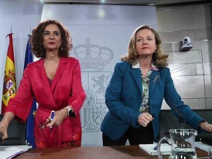La ministra de Hacienda, María Jesús Montero, y la vicepresidenta Nadia Calviño.