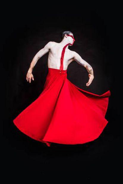 Uno de los bailarines del nuevo local Medias Puri.