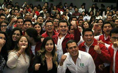 Miembros de la Red de Jóvenes por México, perteneciente al PRI.