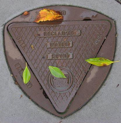 Alcantarilla con forma de triángulo de Reuleaux.