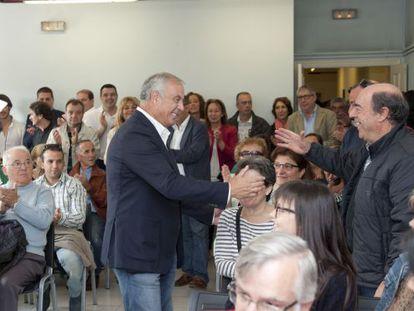Pachi Vázquez saluda a los asistentes al acto.