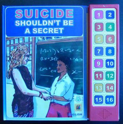Audiolibro titulado 'El suicidio no debe ser un secreto', de la Asociación Sadag, en Johannesburgo.