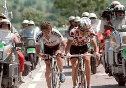 Perico Delgado y Lucho Herrera, con el maillot de rey de la montaña, en el Tour de 1987.