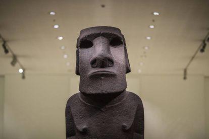 Detalle del moái que Chile reclama al Museo Británico.