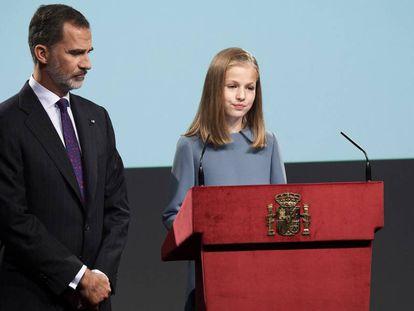 La princesa Leonor celebró su 13º cumpleaños con su primera intervención pública leyendo el arranque de la Constitución, en una sesión organizada por el Gobierno en el Instituto Cervantes con motivo del 40º aniversario de la Carta Magna.