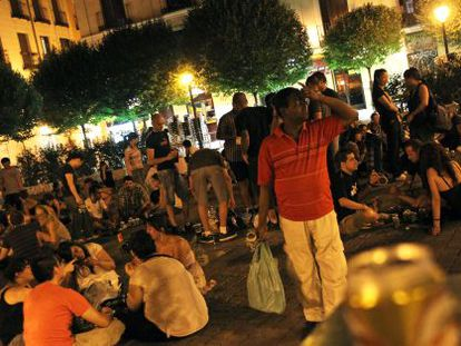 Una noche de botellón en la Plaza del 2 de mayo.