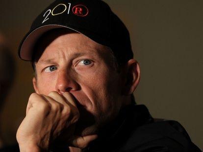 Lance Armstrong en 2010, en una conferencia de prensa en la que se defendió de las acusaciones de Floyd Landis.