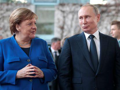 La canciller alemana Angela Merkel y el presidente de Rusia Vladímir Putin, en un encuentro en Berlín, el pasado enero.