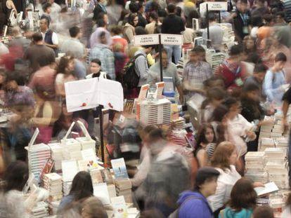 Pasillo de la pasada Feria Internacional del Libro de Guadalajara 2014.