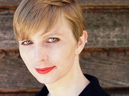 Chelsea Manning, en la primera fotografía que subió, en mayo, como mujer