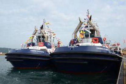Fotografía cedida por la Autoridad del Canal de Panamá (ACP) hoy, miércoles 19 de junio de 2013, de los dos primeros remolcadores, de catorce, que construye la empresa española Astilleros Armón para usar en la nueva ampliación de la vía interoceánica y que fueron presentados por la ACP hoy.