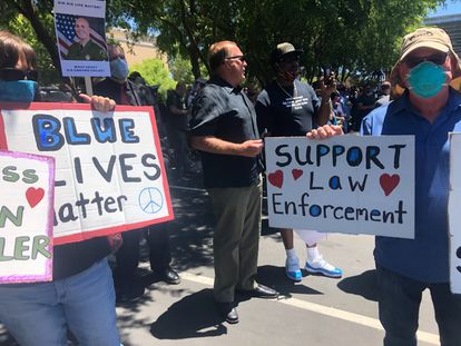 Protesta ante la Oficina del Sheriff de Santa Cruz por el asesinato de Damon Gutzwiller el 7 de junio de 2020.