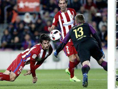 Los azulgrana se clasifican para la final tras un ejercicio de contención ante un bullicioso Atlético que mantuvo sus opciones hasta el último instante