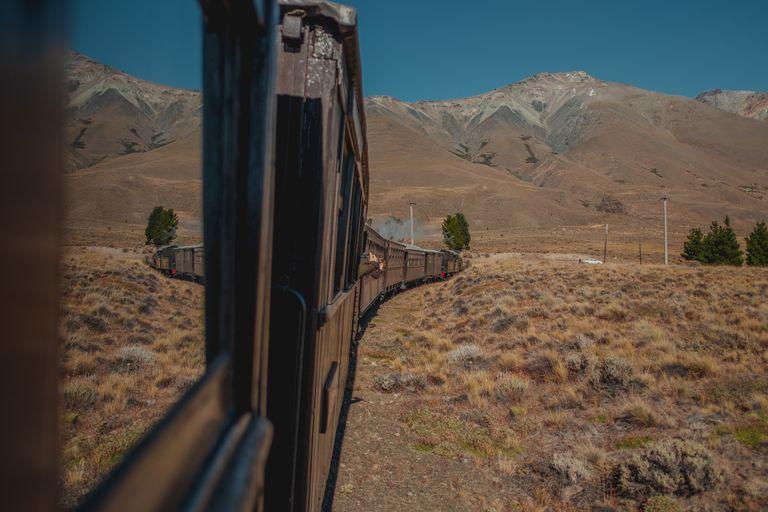 El Viejo Expreso Patagónico, conocido como La Tronchita, en un paisaje de Argentina.