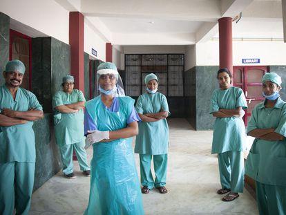 Médicos y enfermeras del hospital de Bathalapalli, en Anantapur, India, en julio de 2020.