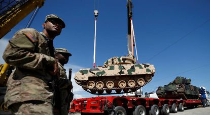 Soldados de EE UU, el jueves junto a vehículos militares para los ejercicios conjuntos en Vaziani (Georgia).