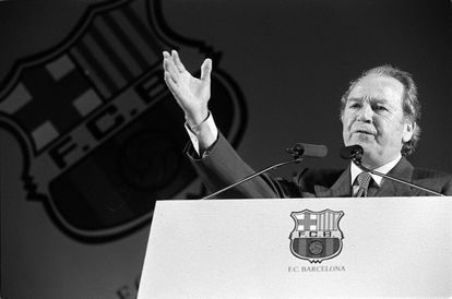 Josep Lluís Núñez, en una asamblea de compromisarios del Barcelona en febrero de 1998.