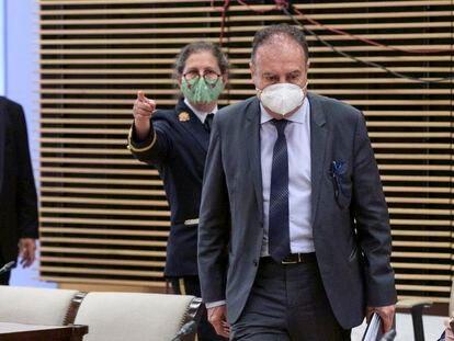 El exjefe de la UDEF José Luis Olivera a su llegada a la Comisión de Investigación sobre la Operación Kitchen, este jueves.