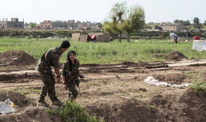 Milicianos de las Fuerzas Democráticas Sirias el 9 de abril en Baguz.