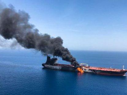 Los barcos, uno noruego y otro japonés, se encontraban más cerca de las costas iraníes que de las de Emiratos. Algunas fuentes indican que se emplearon torpedos contra las naves