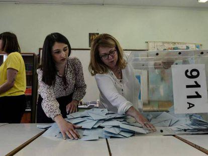 Escrutinio en un colegio electoral en Salónica, en las elecciones de este año en Grecia.