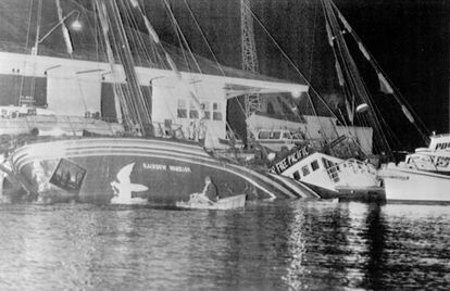 El barco de Greenpeace hundido por militares franceses en Nueva Zelanda, el 10 de julio de 1985.