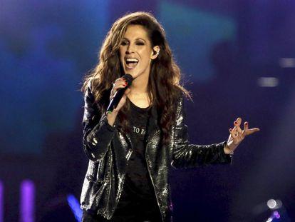 La cantante Malú, durante su actuación en la gala de entrega de los Premios 40 Principales.