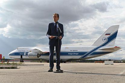 El ministro Pedro Duque, este miércoles, en la Base Aérea de Torrejón, con motivo de la salida del satélite Ingenio hacia la Guayana Francesa.