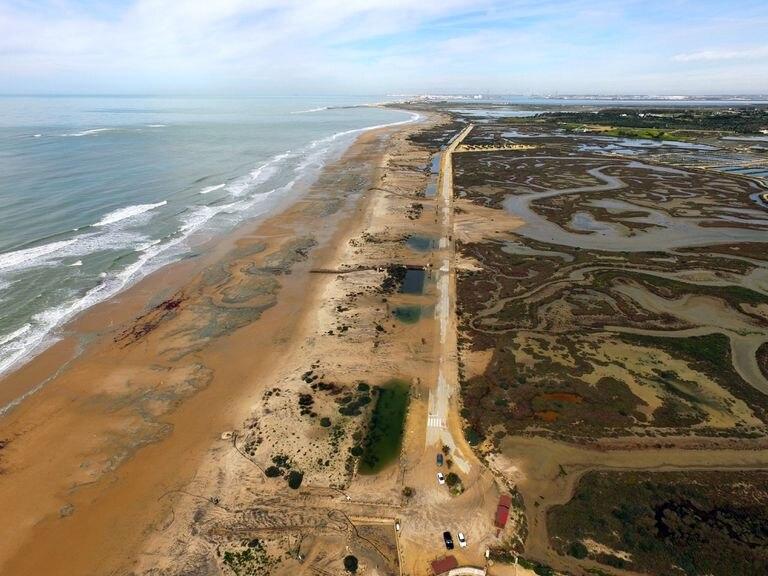 Erosión provocada por el temporal Emma en 2018 en la playa de Camposoto (San Fernando, Cádiz).