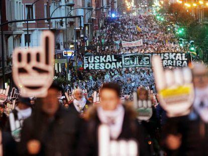 Familiares de presos de ETA encabezan la marcha en Bilbao.
