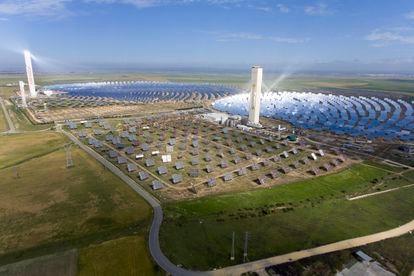 Planta solar de la empresa Abengoa, en la localidad sevillana de Sanlúcar la Mayor.