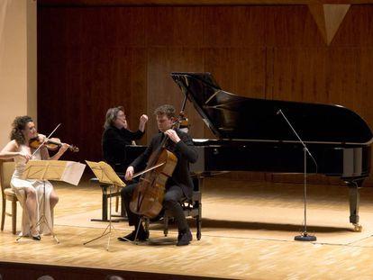 Liza Ferschtman, Elisabeth Leonskaja e István Várdai en un momento del concierto.