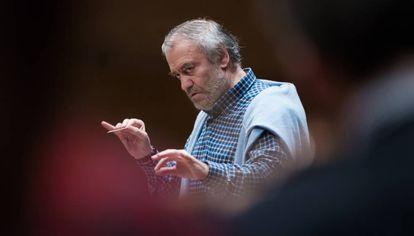 Gergiev durante un ensayo con la OBC.
