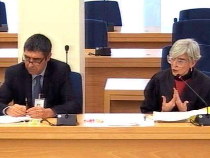 Josep Lluís Trapero, junto a su abogada Olga Tubau, durante el juicio.