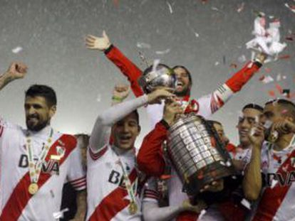 Jugadores del River celebran su victoria en la Libertadores 2015