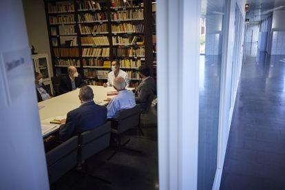 Reunión de expertos en la Facultad de Medicina de Granada con motivo del estudio del ADN de los restos óseos atribuidos a Cristóbal Colón.