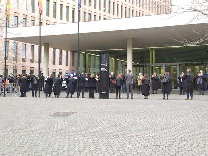 Juristas aplauden a los síndicos del 1-O acusados de desobediencia al llegar al juicio. Barcelona, el 3 de marzo de 2021 EUROPA PRESS 03/03/2021