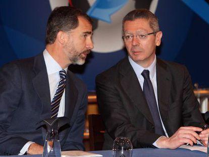 El Príncipe de Asturias y el Ministro de Justicia, Alberto Ruiz Gallardón, durante la inauguración.