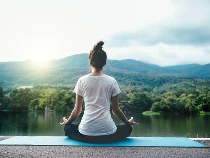 Por qué el yoga está en la lista de Sanidad de posibles pseudoterapias