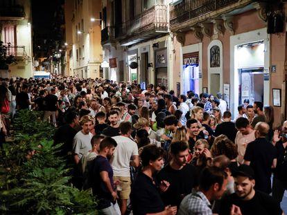 Aspecto de la plaza del Sol, en el barrio de Gràcia, la pasada noche.