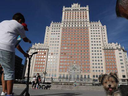 Fachada del Edificio España, en Madrid, donde la cadena Riu levantará un hotel de 650 habitaciones.