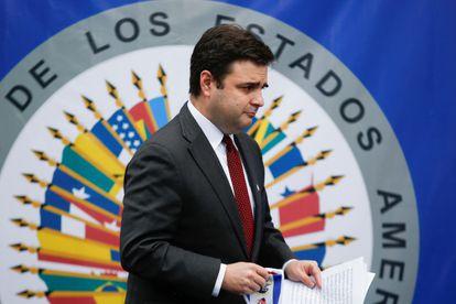 Ricardo Zúñiga en rueda de prensa que dio el 7 de abril en San Salvador.