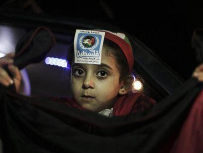 Un niño palestino celebra la inclusión de Palestina en la ONU en Ramala.