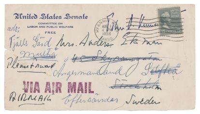 El sobre de una de las cartas escritas por John F. Kennedy durante su tiempo como senador de Massachusetts a Gunilla von Post.