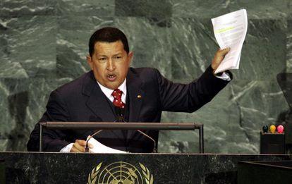 Hugo Chávez durante su intervención en la Asamblea General de Naciones Unidas, en Nueva York, en 2005.