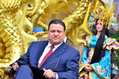 El alcalde durante la inauguración del Barrio Chino en San José.